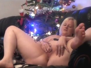 Her wanking and cumming while watching porn