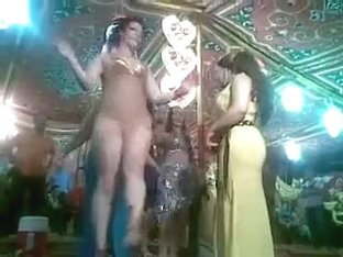 Amatur porn video with me dancing on a concert