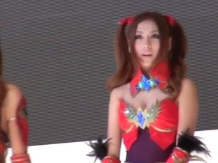 Fresh Japanese cosplayers give downblouse view