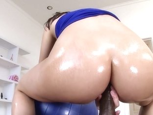 PAWG Valentina Nappi gets anal