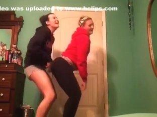 Superlatively Good twerking livecam dance movie