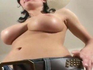 Amateur brunette Miriam reveals her massive knockers