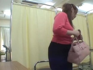 Bulky Asian pussy fingered and toyed in medical fetish video