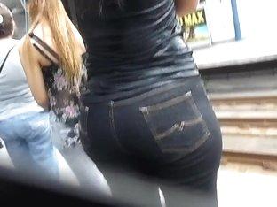 Candid booty MILF (jeans) - Culote de la Dama de Negro