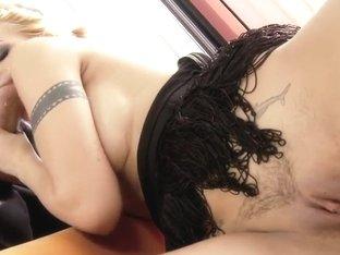 Cindy Hope masturbates before nice banging