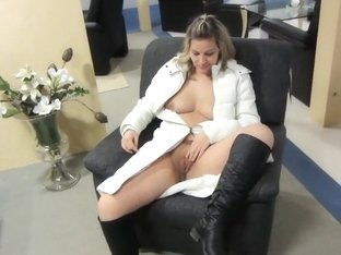 I'm flashing my tits in this amatur porn video clip