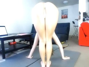 Babe shows me her ass and sexy tits