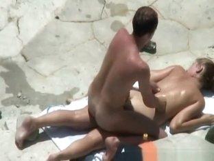 Big cock guy fucks his chick in beach