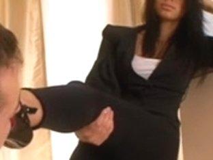 Mia (femdom,foot worship,shoe licking)