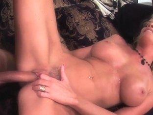 Nicole Sheridan stimulates cit during sex