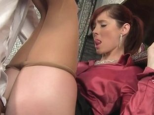 Facialized slut urinates