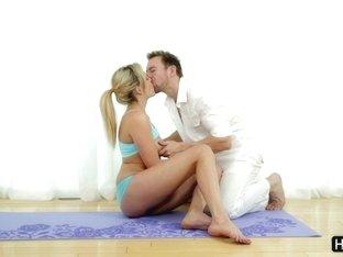 See how flexible Mia Malkova is
