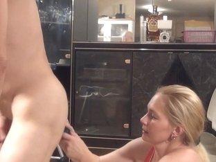 cfnm housewife sucks