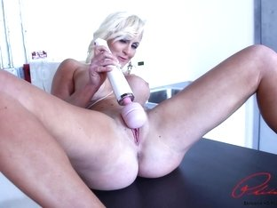 Big tit sexy blonde Rachel Harley comes to Philly