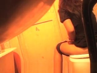 attractive gil spied in toilet