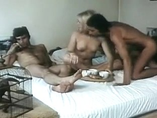 Femmes ammes 1976 (Threesome mfm scene)