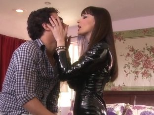 Latex loving babe Dana DeArmond seduces a nerdy guy