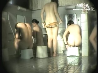 Naked Asian girl is washing her head and nude titties dvd 03247