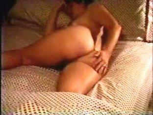 Amateur girl shows her ass