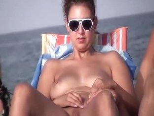 Pierced pussy spied on a beach