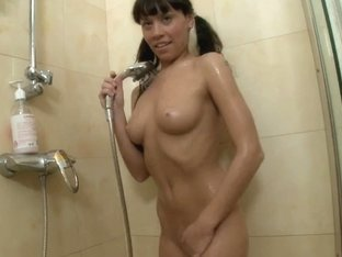 hawt cutie toying in the shower