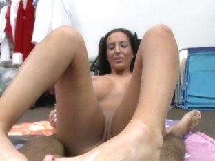 Richelle Ryan Loves Mojito on Her Feet