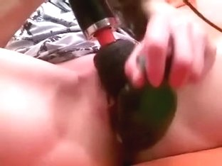 Webcam lady reaches ultimate large O with two sex toys