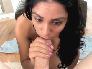 Latina MILF Bianca Mendoza shows off blowjob skill