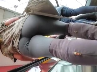 Nice booty on chick wearing leggings