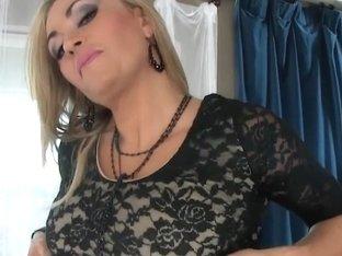 Sexy MILF Claudia Valentine giving expert blow job