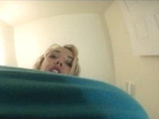 Ablaine washroom giantess