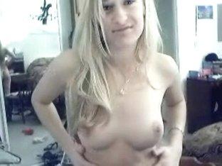 Blond hotty undress