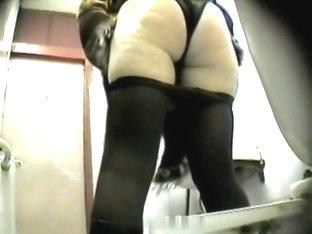 Girls Pissing voyeur video 140