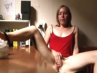 College girl spied while rubbing her pussy