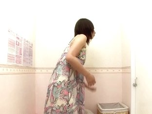 Asian amateur loses off dress and gets nude on spy cam