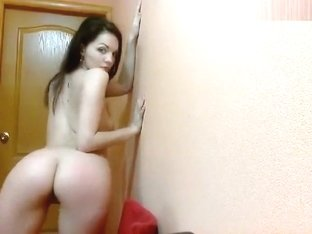 Sashkaa22: beautiful chick shows her butt