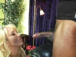 Hottie Alana Evans wraps her lips round this huge dick