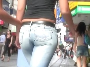 Two fantastic chicks with divine butts caught on cam