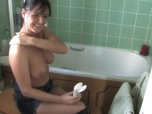 Hot brunette in kinky free down blouse video shows tits