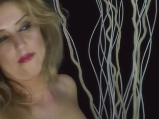 HotGold Video: Horny Isabel