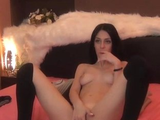 Hot and Sexy Cam Babe Masturbate On Cam