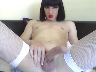 Laura Cums on Cam by Troc