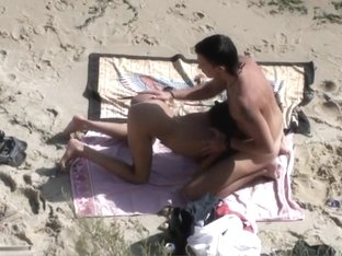 Sexy minx sucks and fucks on a beach
