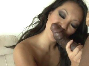 Asa Akira wraps her lips round this stiff skin flute