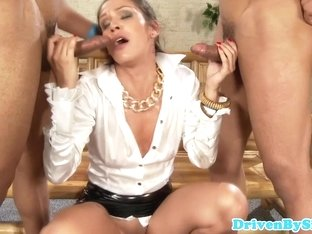 glamourous Samia Duarte deepthroats two cocks