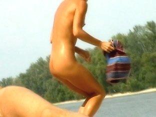 Voyeur preys on a juicy ass on the nudist beach