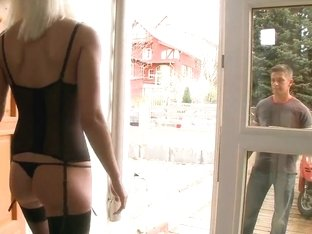 Pamela Blond gets fingered really hard by a pizza man