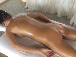 Little Mutt Video: Victoria B Massage with Alex Venice