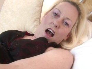 Hot British mama receives her twat all juicy
