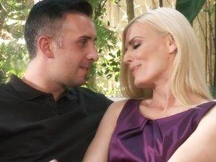 Milfs Like it Big: Husband's Away, Time To Get Laid